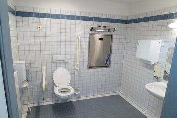 Obbligo di bagno per disabili