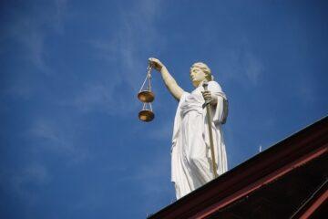 Come si accede alla magistratura ordinaria?