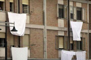 La vicina può stendere i panni davanti alla mia finestra?