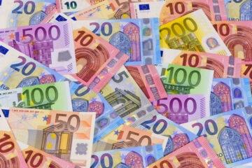 Quanti soldi contanti si possono versare in banca