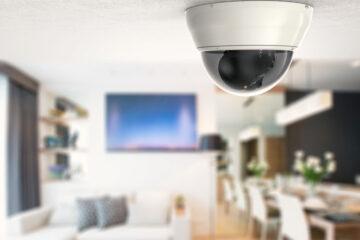 Spiare moglie e figli con videosorveglianza è legale?