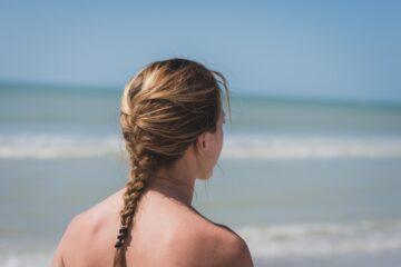 Posso andare al mare in topless?