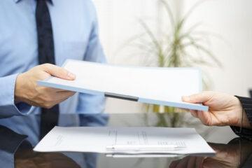 Avvocato non restituisce i documenti: che fare?