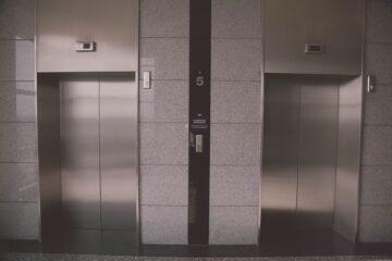 Condomino moroso: si può vietare l'uso dell'ascensore?