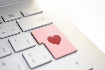 Truffe romantiche: mentire sui sentimenti per avere regali è reato?