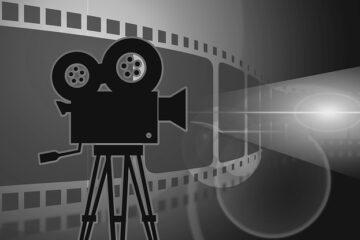Proiettare un film all'aperto è lecito?