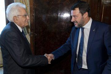 Salvini lancia l'ultimatum a Conte e poi va da Mattarella