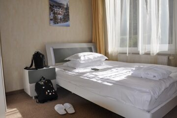 Entrare nella camera di albergo è violazione di domicilio?
