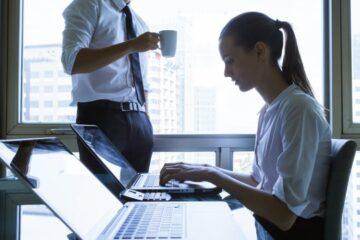 Licenziamento per chi sul lavoro controlla la mail privata