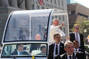 Il Papa rinuncia al contatto con i fedeli