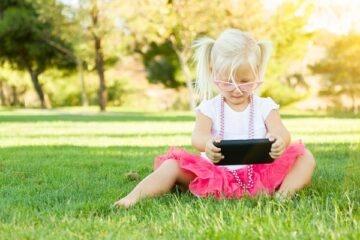 Cellulari: come evitare la miopia nei bambini