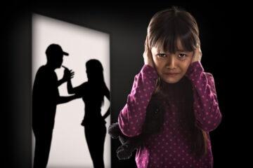 Mio papà picchia mia mamma: cosa posso fare?