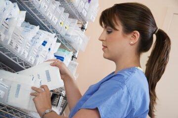 Farmaci: infermieri a rischio tumore