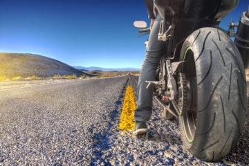 Moto caduta su macchia d'olio: risarcimento danni