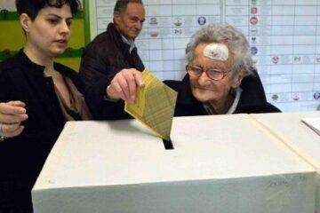 Grillo: togliamo il voto agli anziani