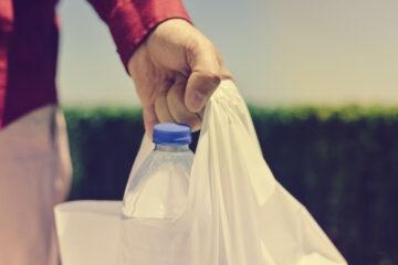 Plastic tax: come aumenta il carrello della spesa