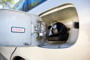 Tassa diesel e auto elettriche: le verità che nessuno dice