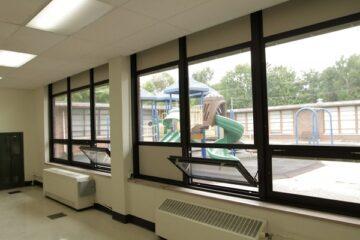 Alunno colpito dalla finestra: la scuola è responsabile?