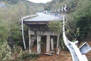 Maltempo, crolla cavalcavia in Liguria: forse vittime