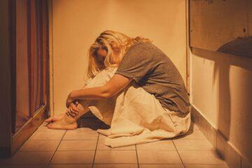 Violenza sulle donne: quando e come si inizia a subire