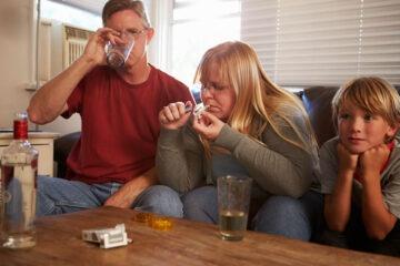 Droga in casa: quali rischi se non si denuncia