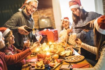 Natale e Capodanno: crescono le spese per i cenoni