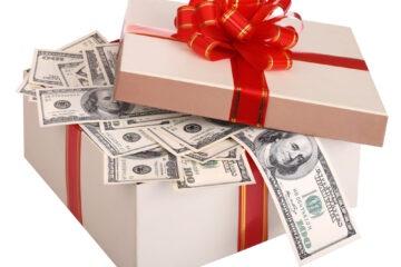 Ricevere donazione tramite assegno: quali rischi?
