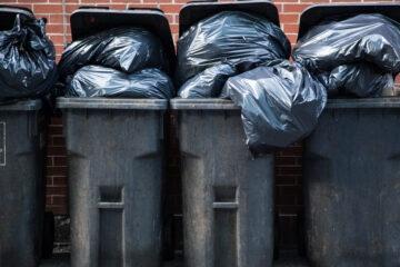 Si possono lasciare i bidoni della spazzatura sul marciapiedi?