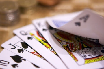 È legale giocare a carte nei bar?