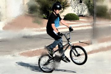 È legale impennare in bici?