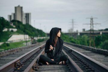 Foto lungo i binari di un treno è reato?
