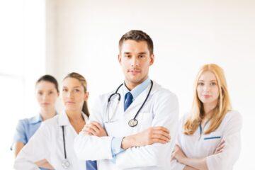 Aggressioni a medici e infermieri, cosa si rischia