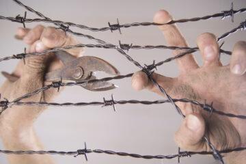 È legale mettere il filo spinato?