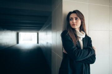 Stalking in condominio: cos'è e quando scatta