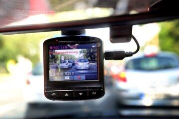 Si può installare una telecamera dentro un'auto?