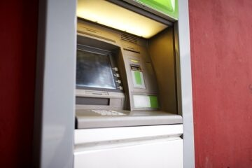 Coronavirus: chi può non vada in banca