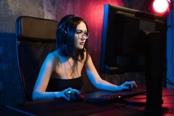 Guardare o scaricare un film in streaming è legale?