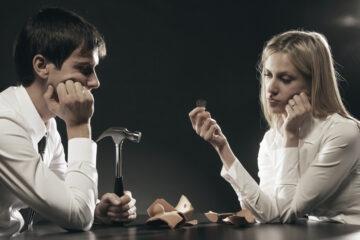 Versamento di somme sul conto di un familiare: rischi