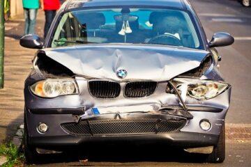 Danni ad auto parcheggiata: che fare