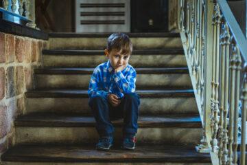 Figli soli a casa: da che età?