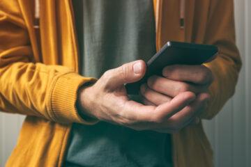 Vaccino, arrivata la truffa via sms: come difendersi