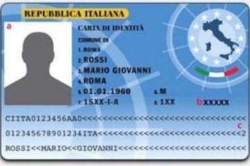 Carta d'identità cartacea rotta a metà