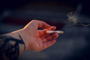Covid-19, l'Oms nega gli effetti protettivi del fumo