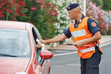 Cosa dare alla polizia quando ti ferma