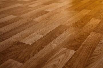 Riparazione pavimento casa in affitto: a chi spetta?