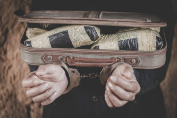 La polizia può perquisire zaini e borse per strada?