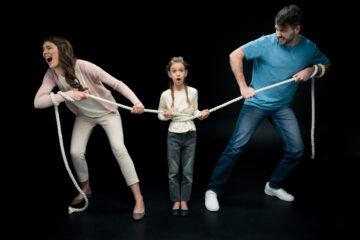 Ostacolare rapporti del figlio con il padre: cosa si rischia