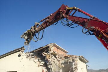 Sanatoria più facile per gli abusi edilizi