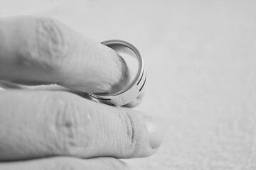 Ex moglie depressa: ha diritto all'assegno?