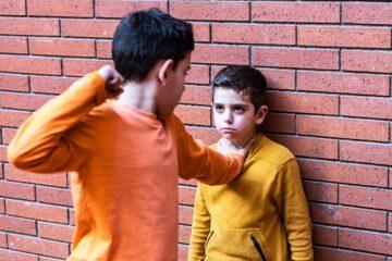 Danno da un minorenne: il patrigno è responsabile?